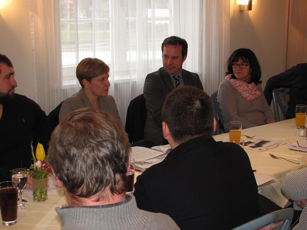 Die verkehrspolitische Sprecherin der CDU-Landtagsfraktion Baden-Württemberg, Nicole Razavi MdL besuchte Gaisbeuren. Von links nach rechts: Maximilian Klingele, Nicole Razavi, Raimund Haser